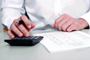 contabil care calculeaza