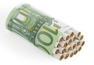 tigari infasurate in bancnota de 100 euro